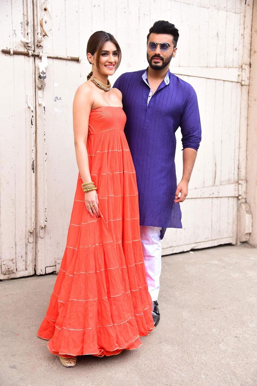 Arjun Kapoor and Kriti Sanon spotted at Mehboob Studio Photos