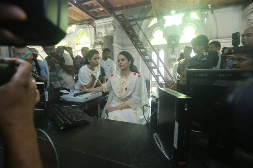 Kangana Ranaut Issues Tickets At CSMT Railway Station As She Promotes Panga Photos