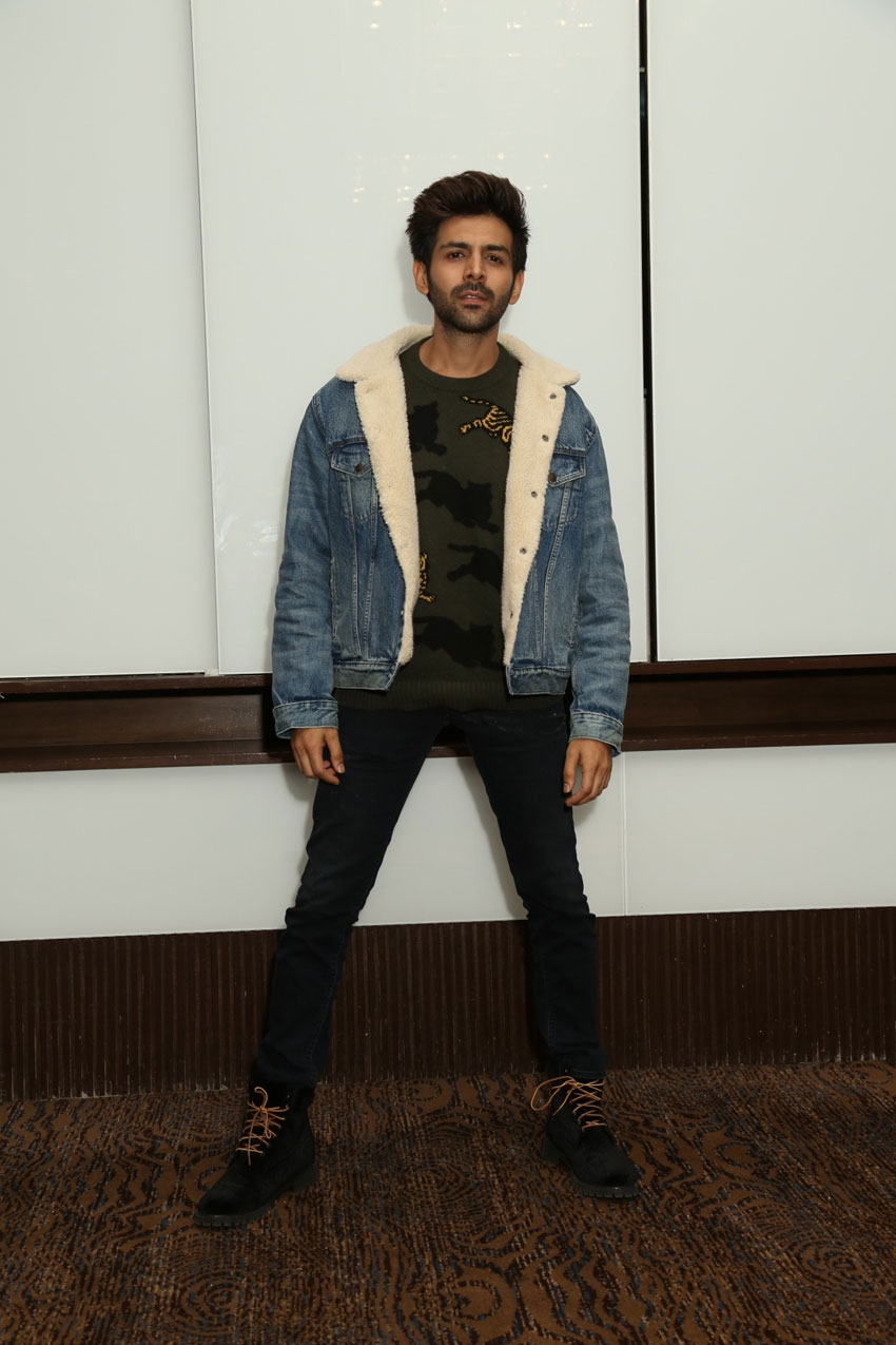Kartik Aaryan, Ananya Panday & Bhumi Pednekar Snapped Promoting Film 'Pati Patni Aur Woh' In New Delhi Photos