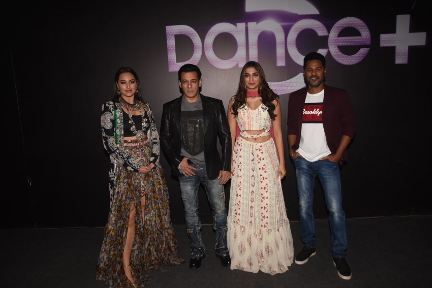 Salman Khan, Saiee Manjrekar, Sonakshi Sinha & Prabhu Dheva snapped promoting their film Dabangg 3 on the sets of Dance Plus Photos