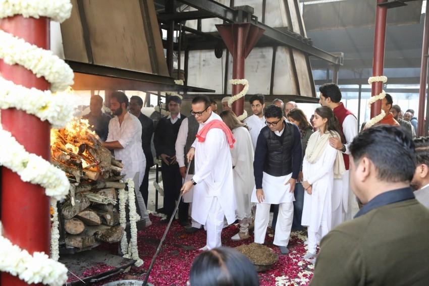 Celebs at Funeral of Ritu Nanda Photos
