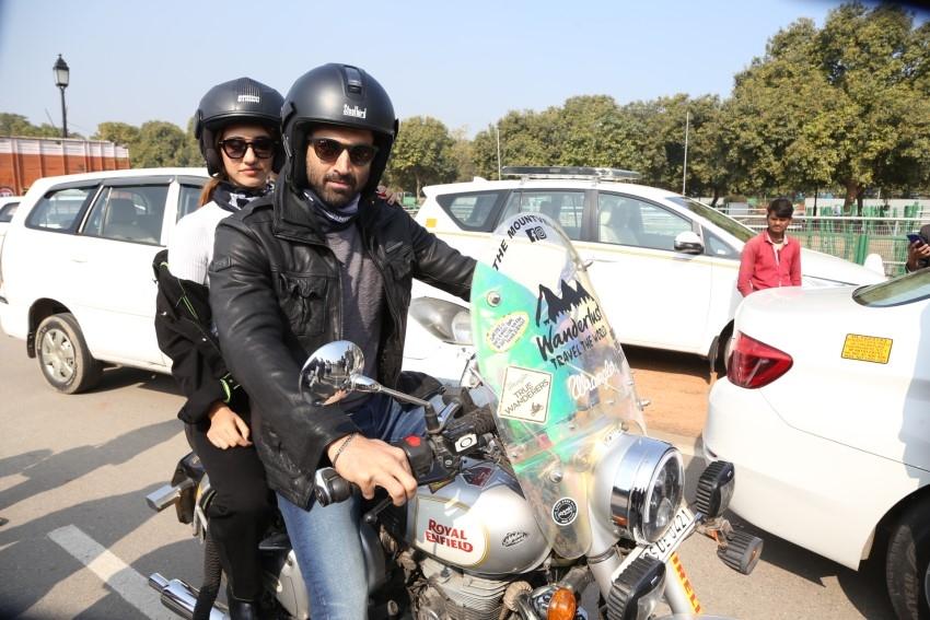 Disha Patani, Aditya Roy Kapur Bike Ride on India Gate for 'Malang' Promotion Photos