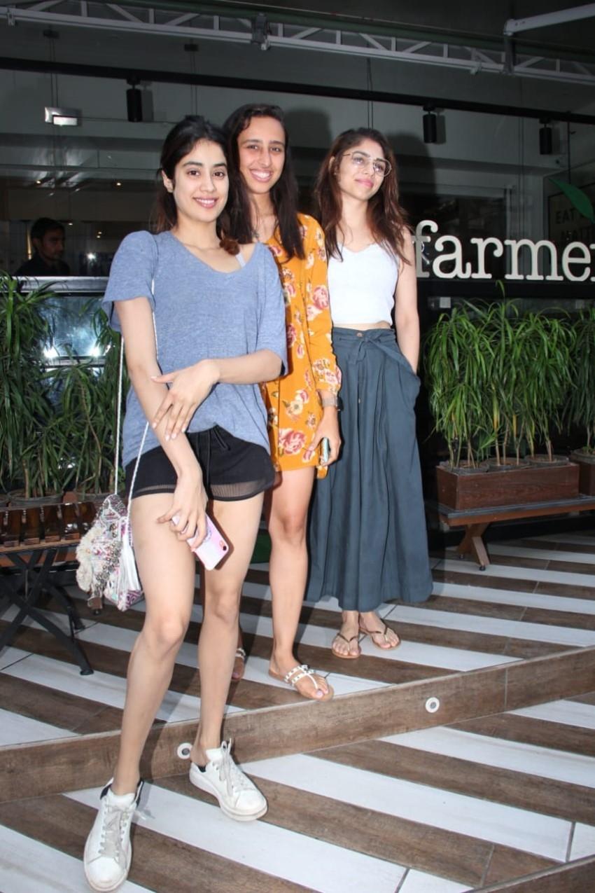 Janhvi Kapoor & Namrata Purohit spotted at Farmer's Cafe Photos