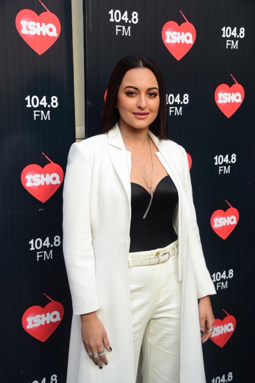Kareena Kapoor Khan & Sonakshi Sinha snapped on sets of Ishq 104.8 FM Photos