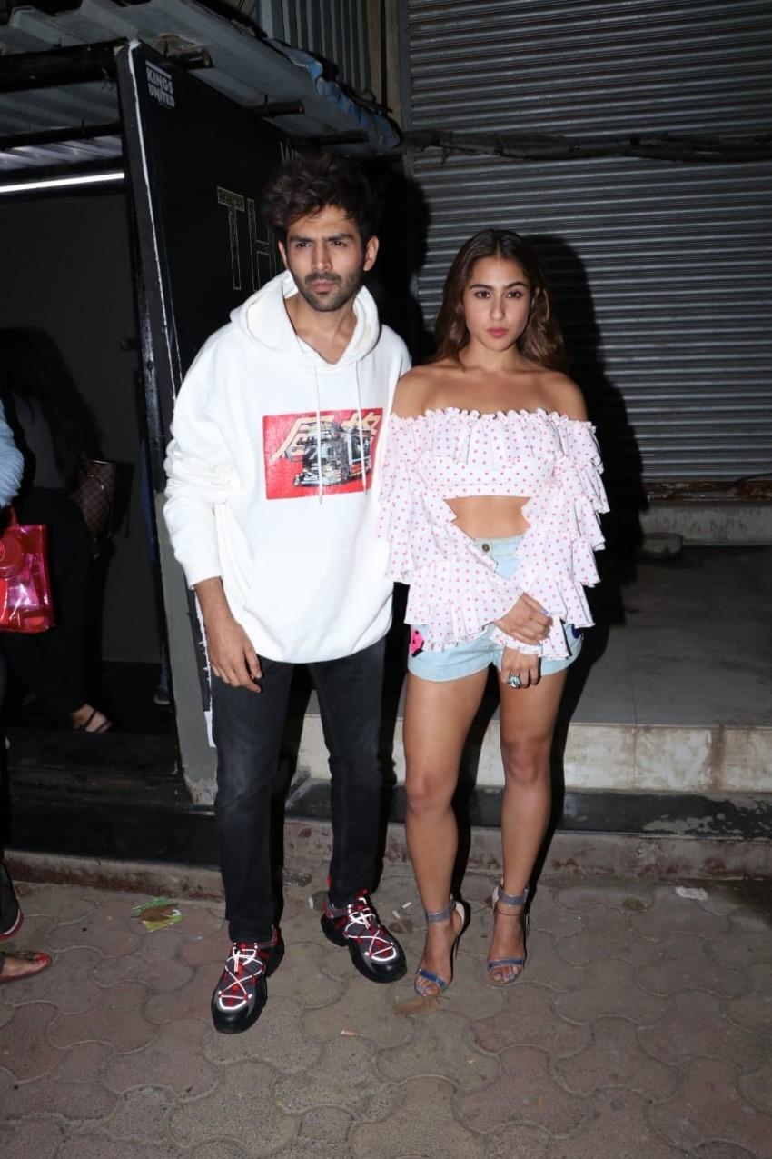Sara Ali Khan & Kartik Aaryan snapped at a dance class in Mumbai Photos