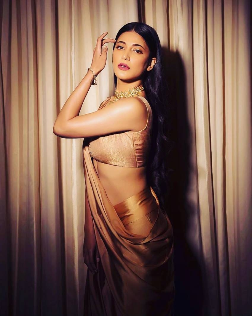 Shruti Haasan Photos  IMAGES, GIF, ANIMATED GIF, WALLPAPER, STICKER FOR WHATSAPP & FACEBOOK