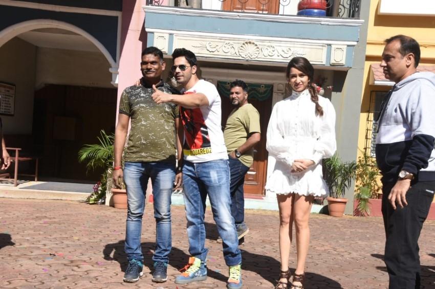 Varun Dhawan & Shraddha Kapoor snapped promoting 'Dancer 3D' on sets of Taarak Mehta Ka Ooltah Chashmah Photos