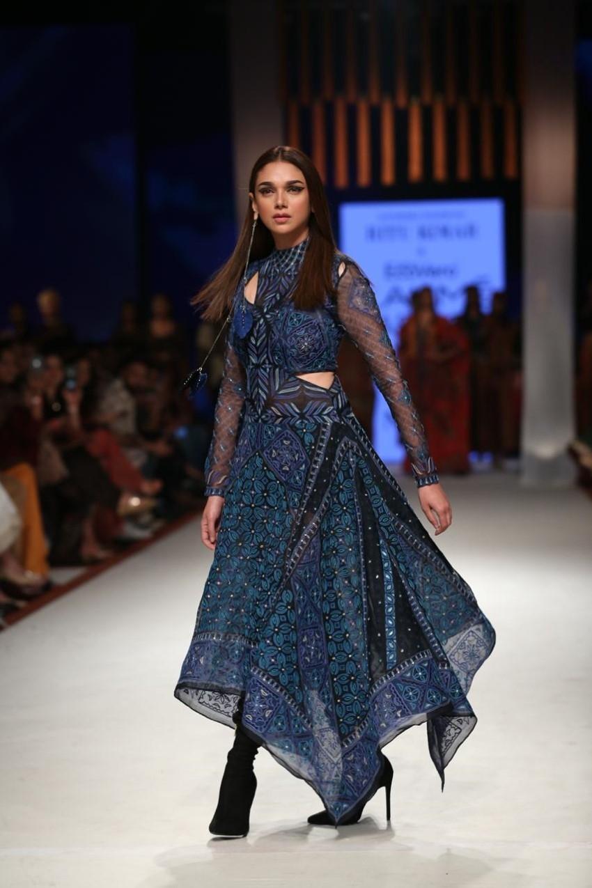 Aditi Rao Hydari walks the Ramp at Lakme Fashion Week 2020 Photos