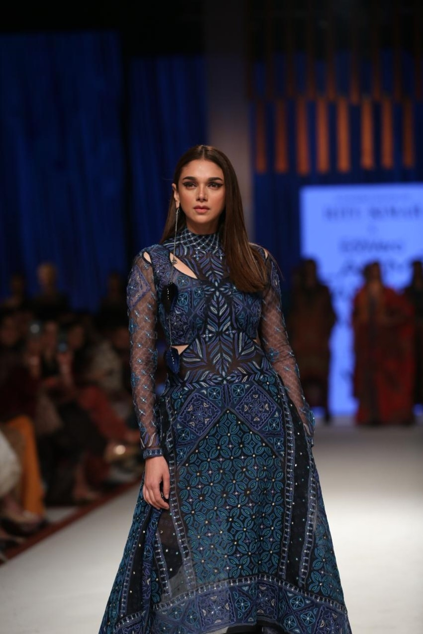 Aditi Rao Hydari walks the Ramp at Lakme Fashion Week 2020 Photos