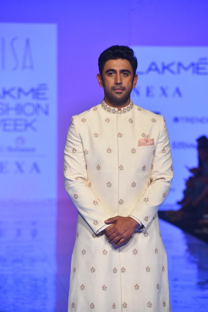 Amit Sadh walks the Ramp at Lakme Fashion Week 2020 Photos
