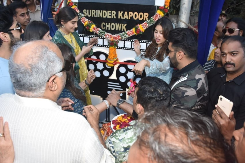 Anil Kapoor & his family at unveiling of a chowk named on producer Surinder Kapoor in Chembur, Mumbai Photos
