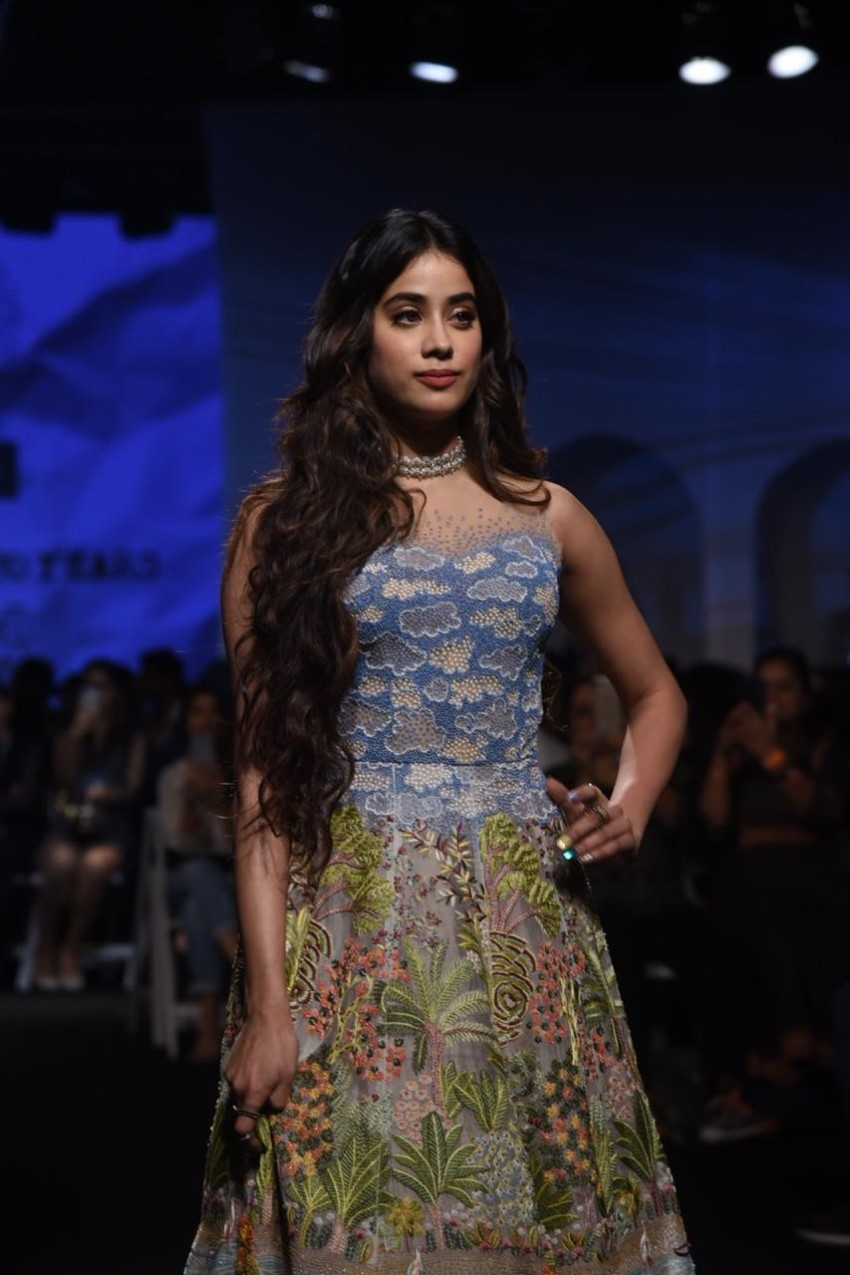 Janhvi Kapoor & Vicky Kaushal walks the Ramp at Lakme Fashion Week 2020 Photos