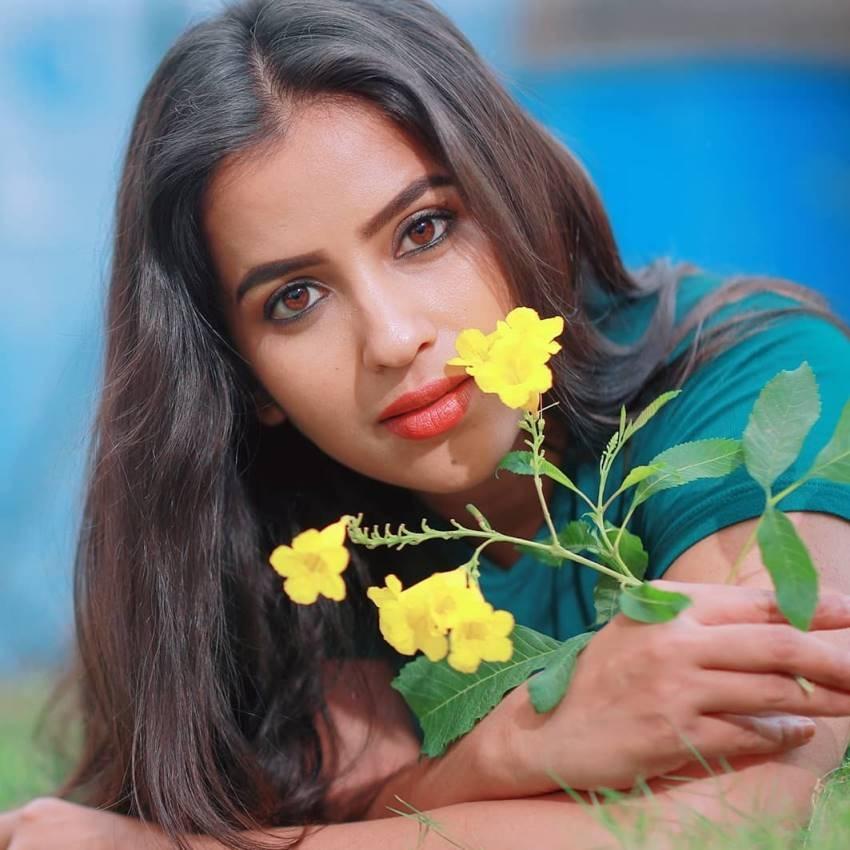 Komalee Prasad Photos
