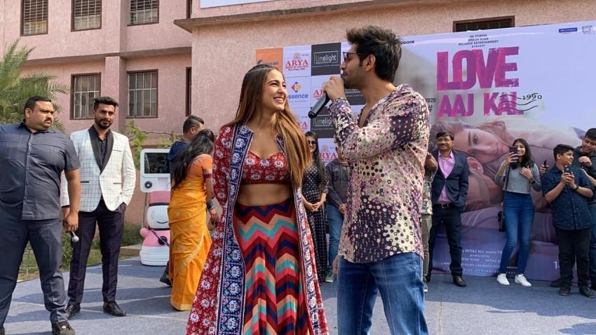 Sara Ali Khan & Kartik Aaryan snapped promoting 'Love Aaj Kal' at Arya College, Jaipur Photos