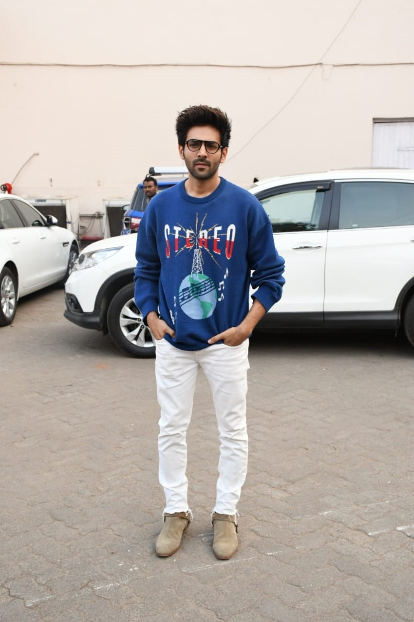 Sara Ali Khan & Kartik Aaryan snapped promoting 'Love Aaj Kal' Photos