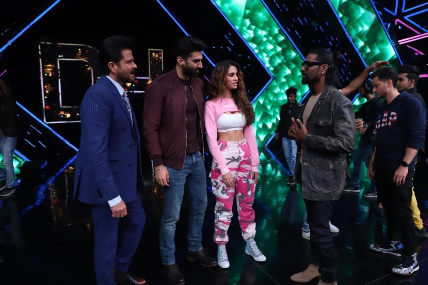 Starcast of 'Malang' snapped promoting their film on the sets of Dance Plus 5 Photos
