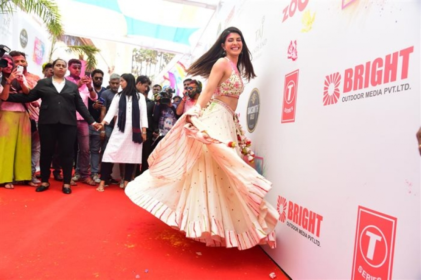 Jacqueline Fernandez ,Sonal Chauhan And Other Celebs Attend Zoom Holi Fest 2020 Photos