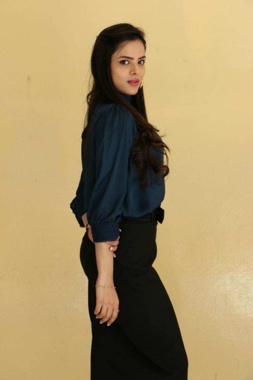 Kriti Garg Photos