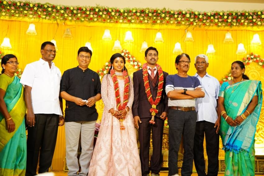 Meendum Oru Mariyaadhai Movie Actress Nakshathra Marriage Pics Photos