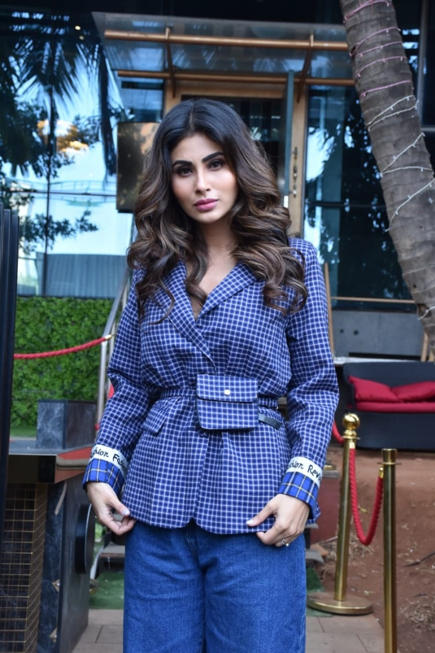 Mouni Roy snapped at Holi Mein Rangeele song press conference Photos