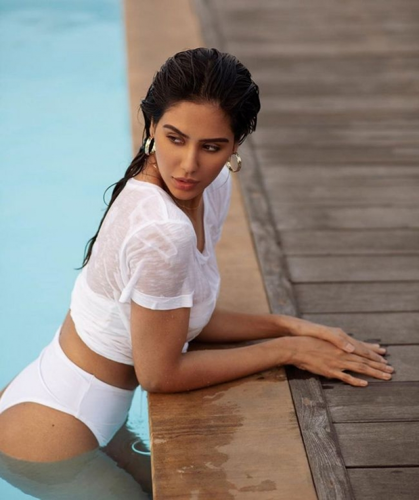 Sonam Bajwa Photos  IMAGES, GIF, ANIMATED GIF, WALLPAPER, STICKER FOR WHATSAPP & FACEBOOK