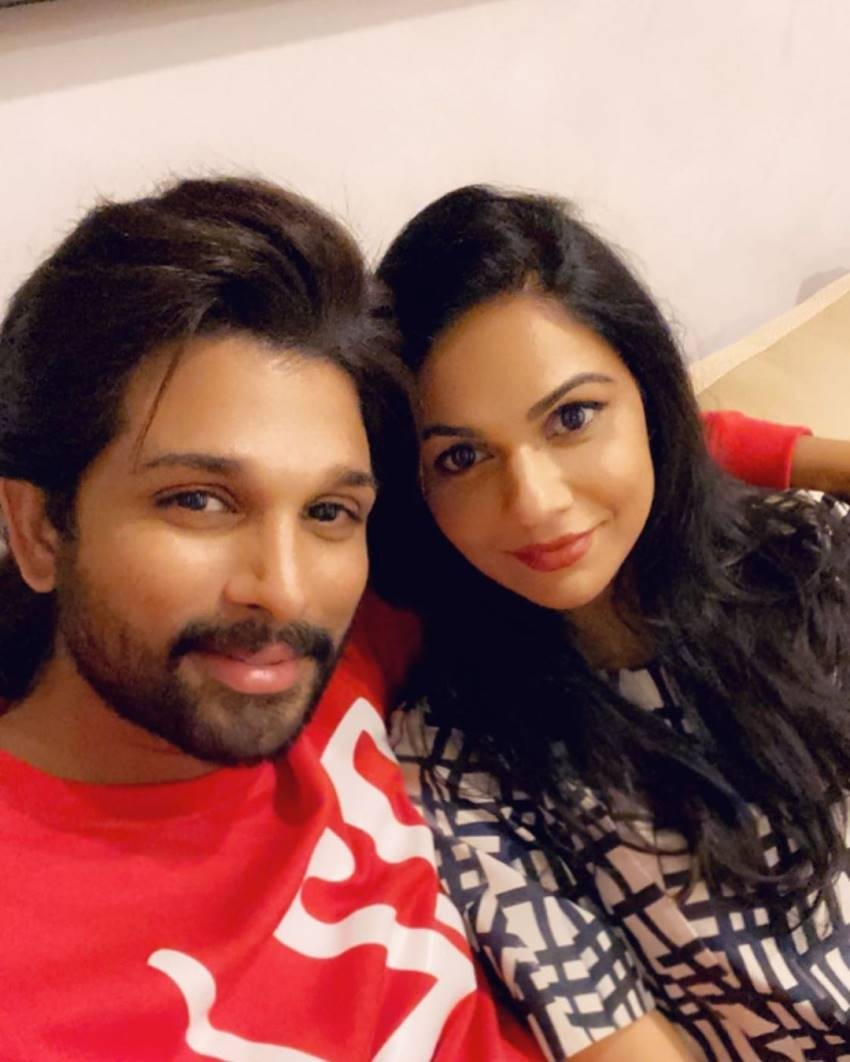 Stylish Star Allu Arjun And Sneha Reddy Wedding Anniversary Special Cute And Romantic Pics Photos