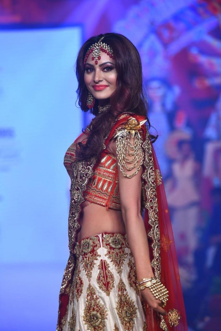 Urvashi Rautela Showstopper At Bombay Times Fashion Week 2020 Photos