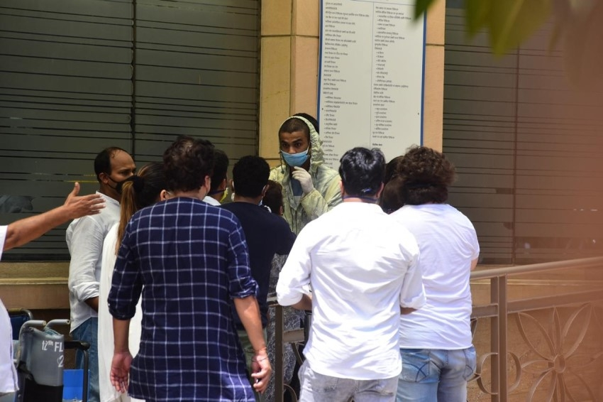 Celebs Pay Their Last Respects To Irrfan Khan Photos