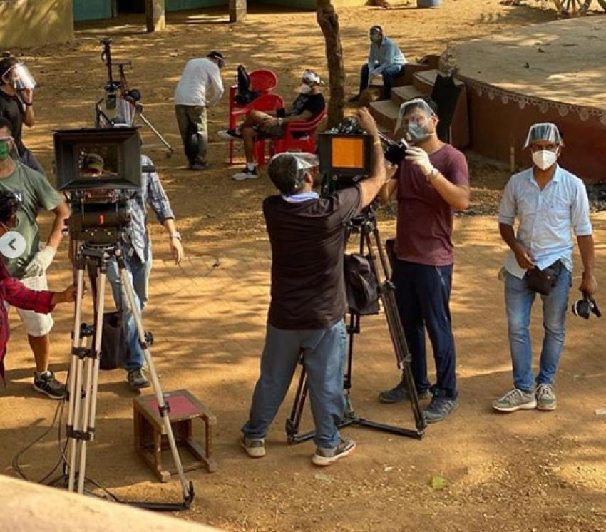 Akshay Kumar First Ad Shoot amidst Lockdown  with R Balki Photos