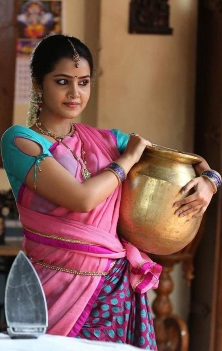 Indian Celebrities Hot In Saree Photos