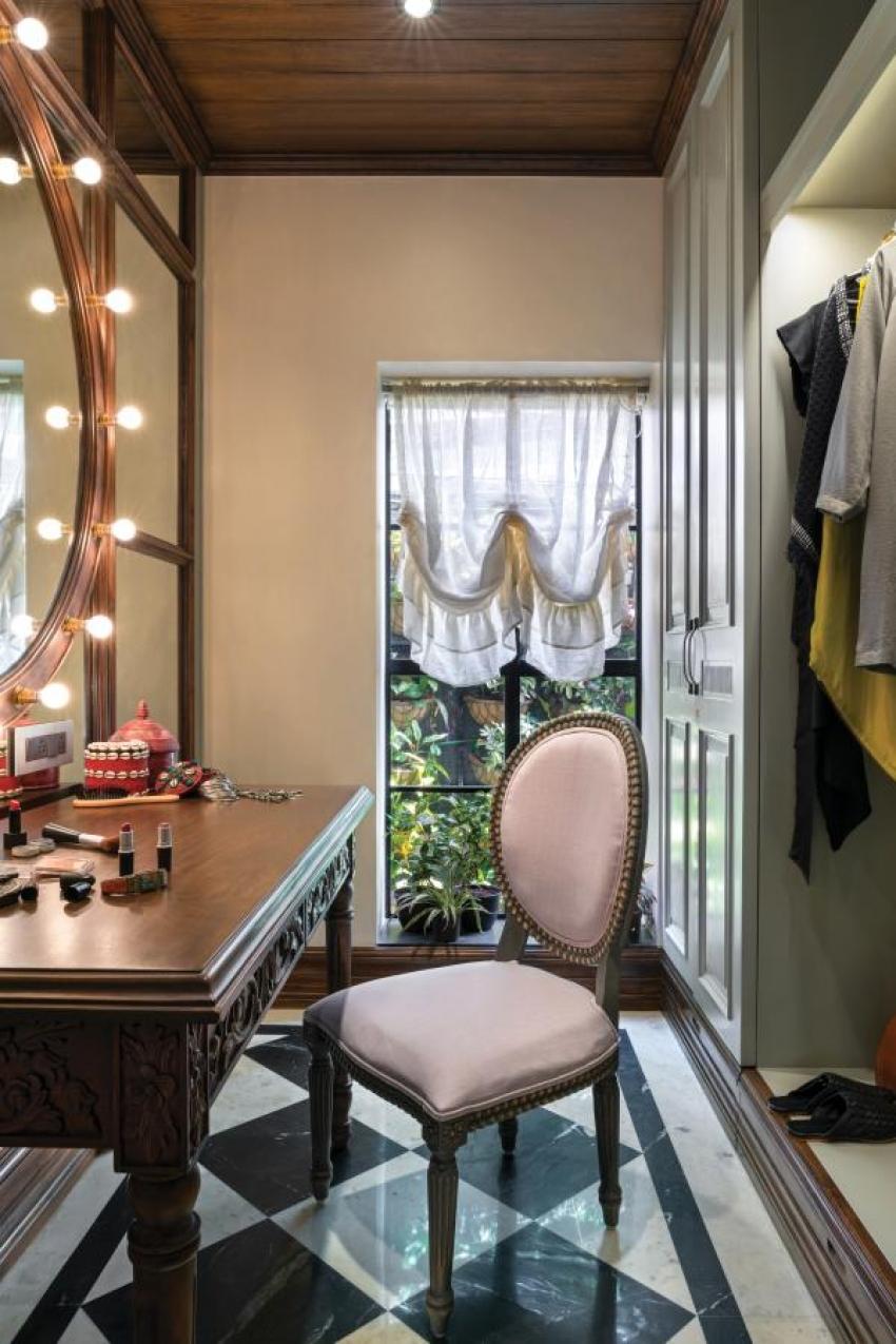 Sneak Peak Into Kangana Ranaut 48 Crore Office In Mumbai Photos