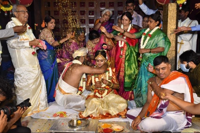 Actress Mayuri Kyatari & Arun Wedding Photos