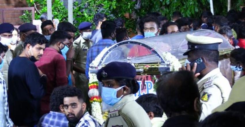 Celebs Pays Last Respect to Chiranjeevi Sarja Photos