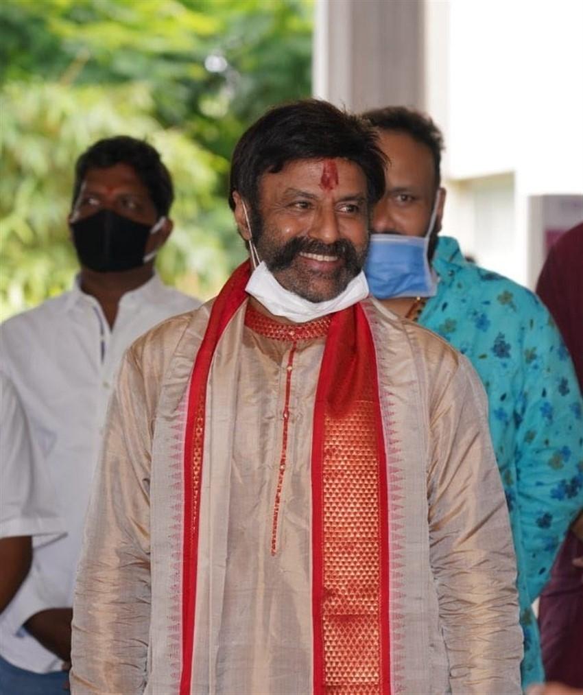 NandamuriBalakrishna 60th Birthday Celebrations With Family Photos