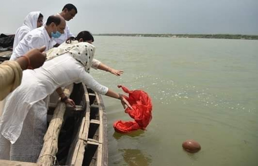 Sushant Singh Rajput's Family Immersed His Ashes in Holy Ganga River Photos