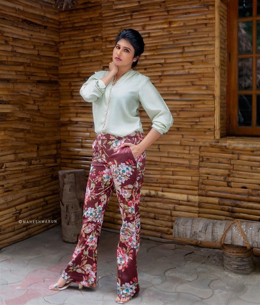Anjena Kirti Photos