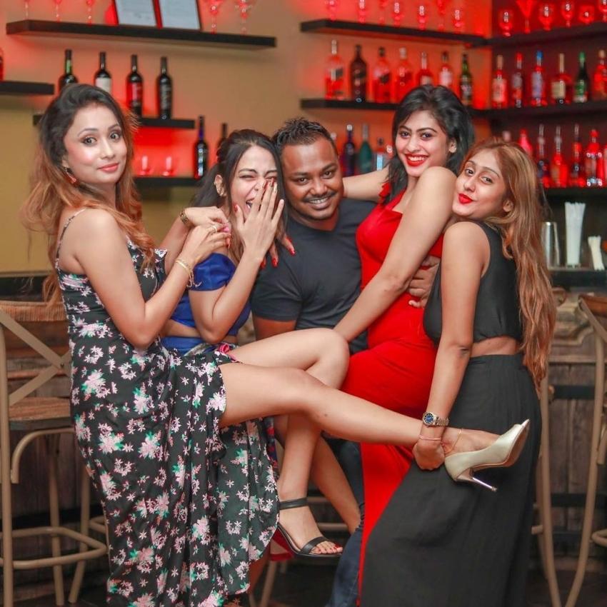 Indian Celebs Caught Drunk Photos