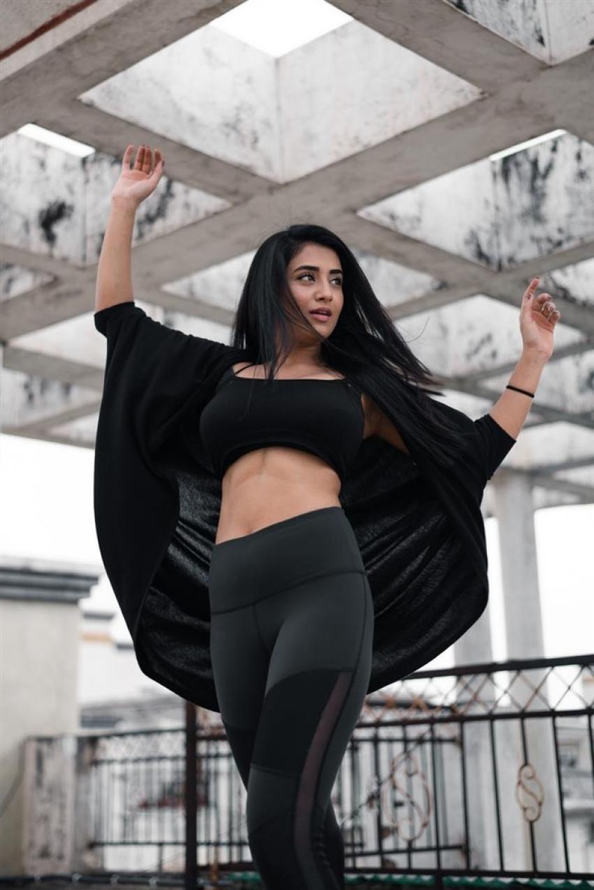 Actress Rashi Singh in Very Hot look. Photos