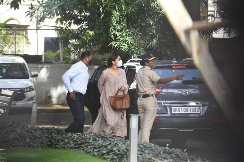 Deepika Padukone at NCB guest House in Drug Related Questioning Photos