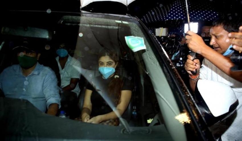 Payal Ghosh at Versova Police Station against Anurag Kashyap Photos