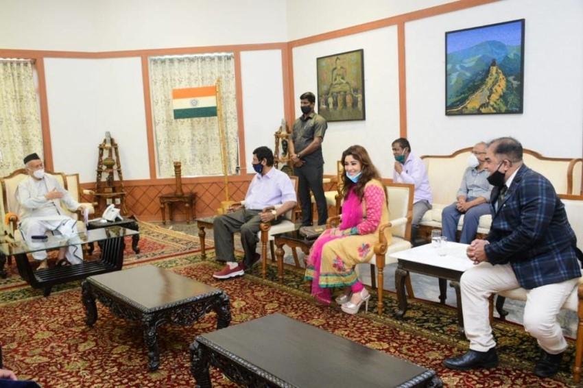 Payal Ghosh With Union Minister Ramdas Athawale Photos
