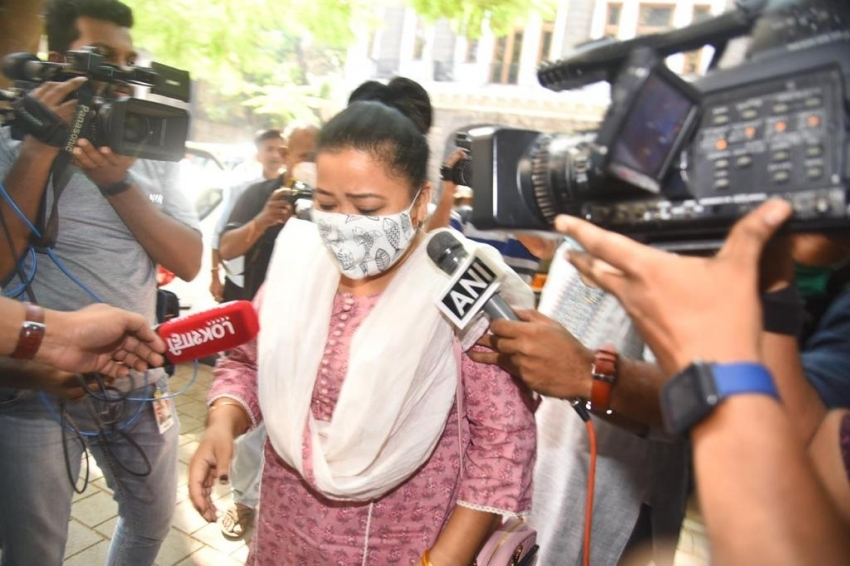 Bharti and husband Haarsh Limbachiyaa Arrive At NCB for Drug Probe Photos