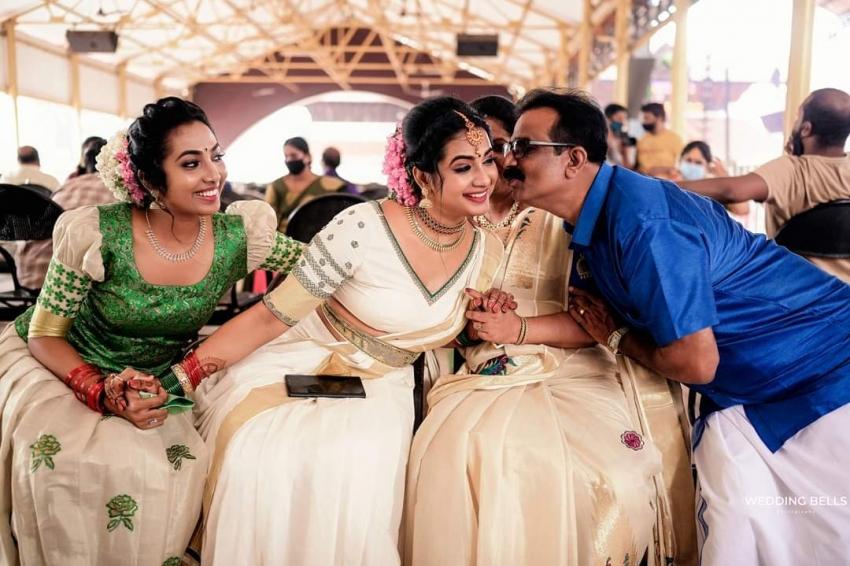 Saranya Anand And Manesh Wedding Photos
