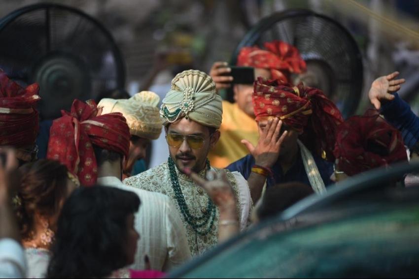 Aditya Narayan & Shweta Agarwal Wedding Photos