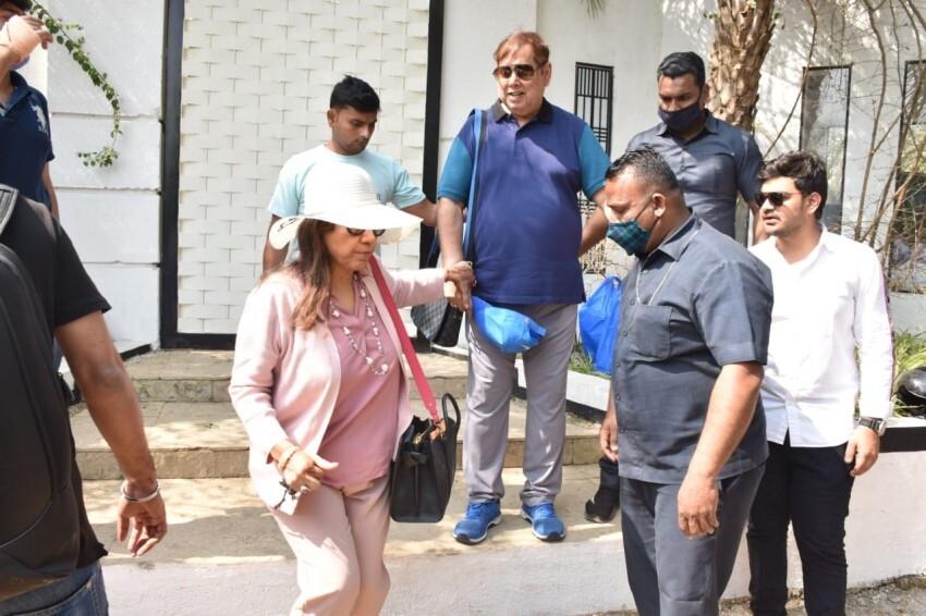 David Dhawan with family spotted leaving Varun Dhawan's wedding venue in Alibaug Photos