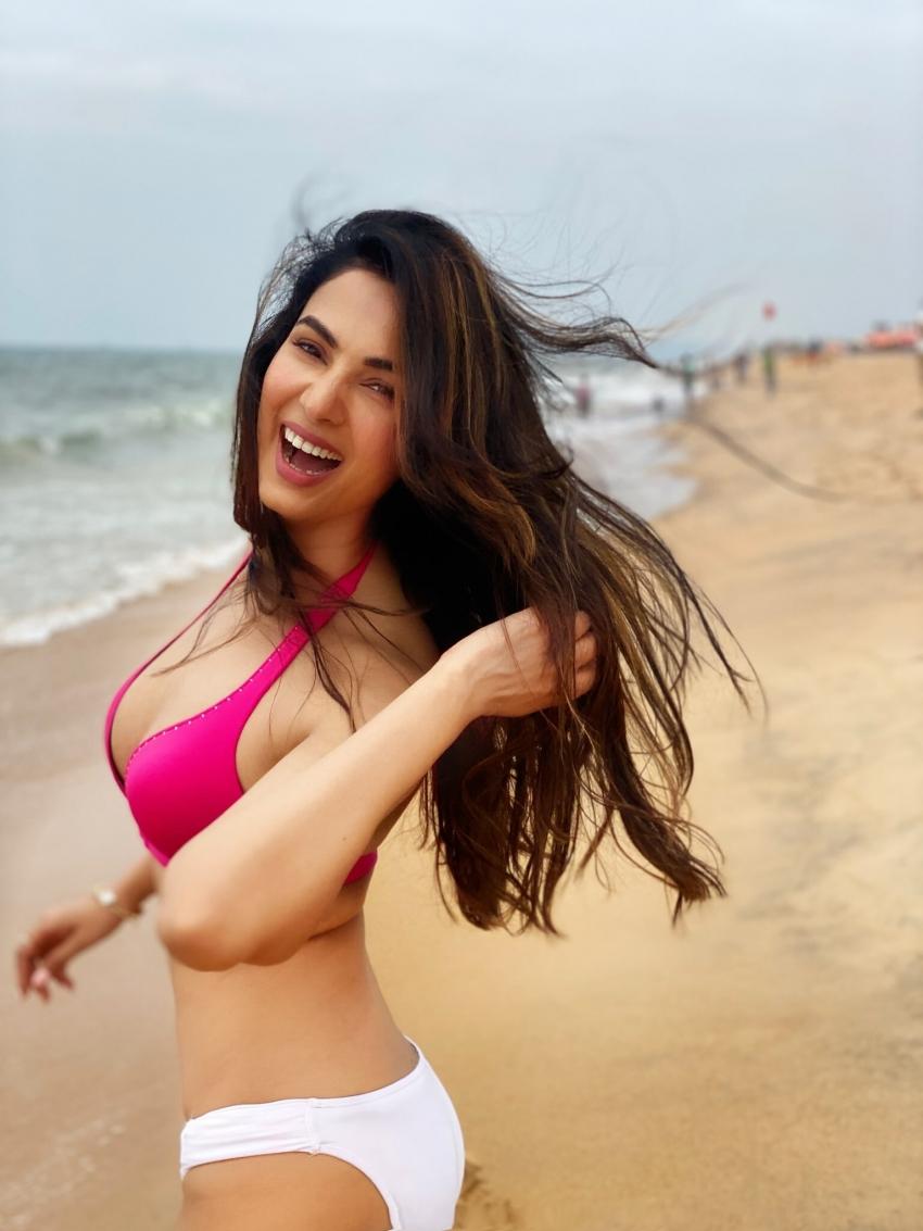 Sonal Chauhan Photos