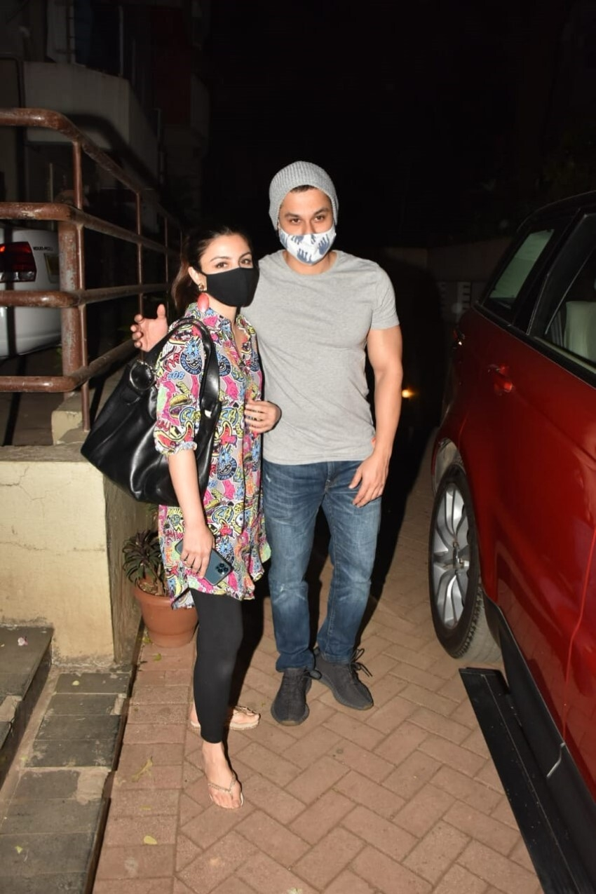 Celebs snapped at Kareena Kapoor's house in Bandra Photos