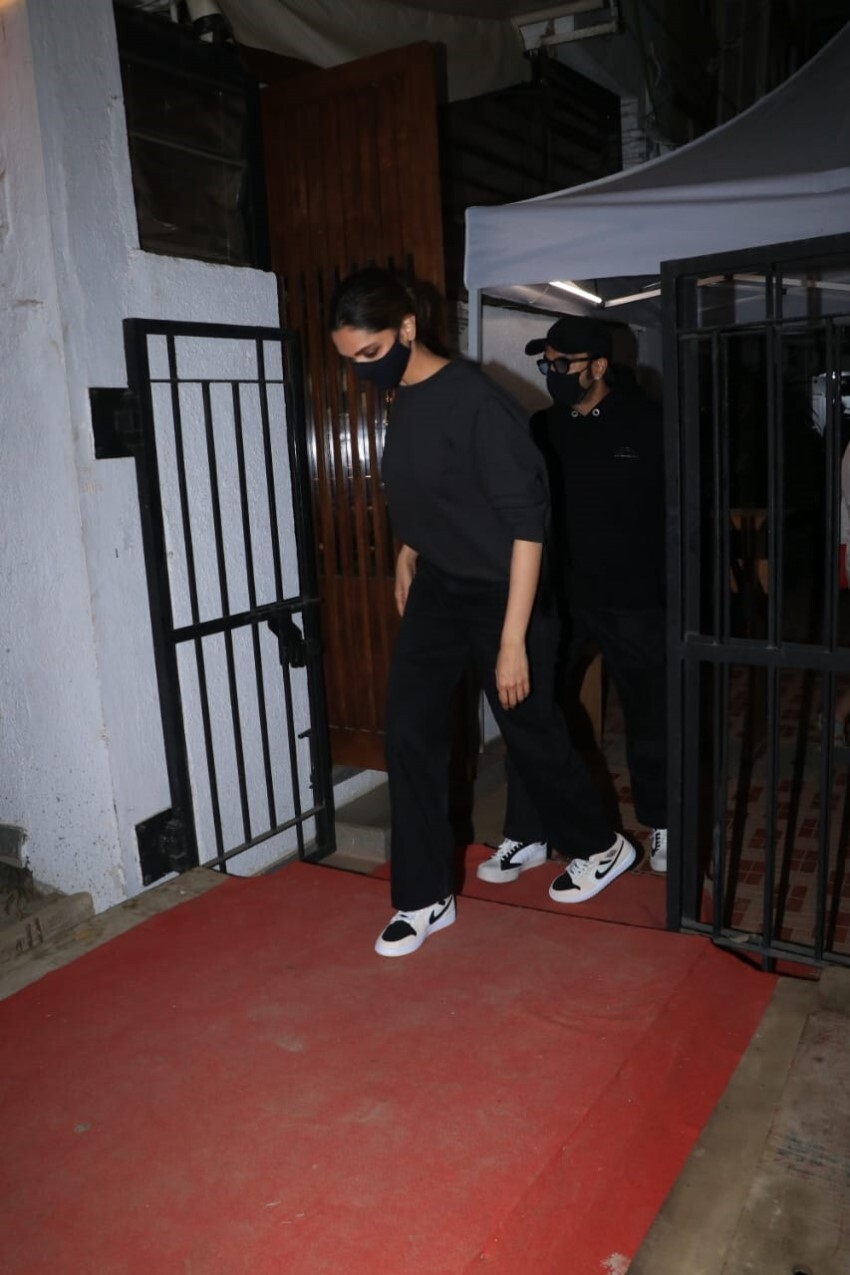 Deepika Padukone & Ranveer Singh spotted at Izumi in Bandra Photos
