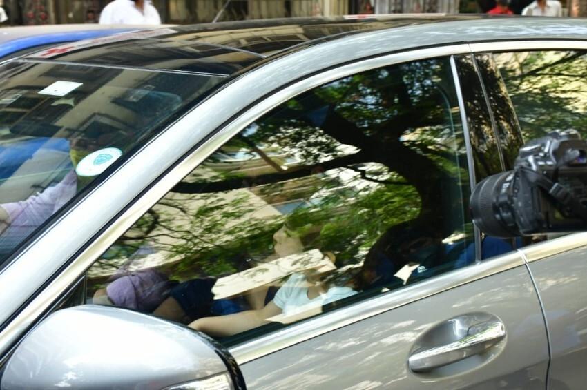 Kareena Kapoor, Saif Ali Khan & Taimur Brings Baby Son Home Photos