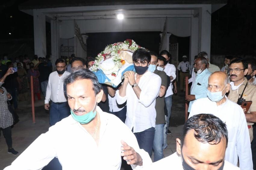 Last Rites Of Rajiv Kapoor, Celebs Pay their Last Respect Photos